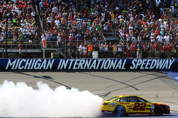 Race winner Joey Logano, Penske Racing Ford