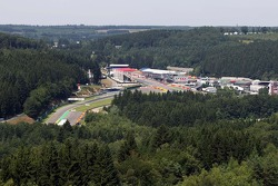 An elevated view of the circuit