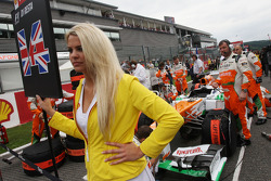 Grid girl for Paul di Resta, Sahara Force India