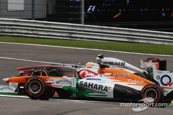 Sergio Perez, McLaren and Paul di Resta, Sahara Force India battle for position