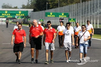 John Booth, Marussia F1 Team Team Principal walks the circuit with Tio Ellinas, Marussia Manor Racing GP3 Driver