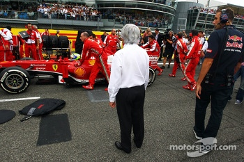Bernie Ecclestone, CEO Formula One Group, looks at Felipe Massa, Ferrari F138 on the grid