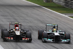 (L to R): Romain Grosjean, Lotus F1 E21 and Lewis Hamilton, Mercedes AMG F1 W04 battle for position
