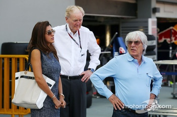 Bernie Ecclestone, CEO Formula One Group, with Ron Walker, Chairman of the Australian GP Corporation and fiance Fabiana Flosi (BRA)