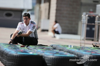 McLaren mechanic with Pirelli tyres