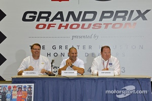 Jim Campbell, Tony Kanaan and Chip Ganassi