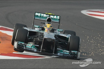 Lewis Hamilton, Mercedes AMG F1 W04 sends sparks flying