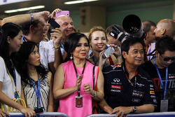 Chalerm Yoovidhya, Red Bull Racing Co-Owner with his wife in parc ferme