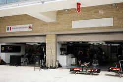 Pit garage next to Romain Grosjean, Lotus F1 Team is nameless