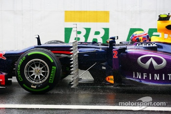 Mark Webber, Red Bull Racing RB9 running sensor equipment in front of the sidepod