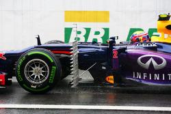 Mark Webber, Red Bull Racing RB9 running sensor equipment in front of the sidepod