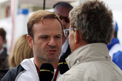 (L to R): Rubens Barrichello, talks with Eddie Jordan, BBC Television Pundit