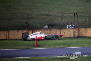 Sergio Perez, McLaren MP4-28 crashes during qualifying