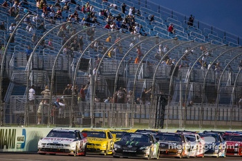 Restart: Brad Keselowski and Kyle Busch lead the field