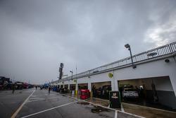 Garage ambiance in the rain