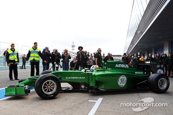 Marcus Ericsson, Caterham CT04 leaves the pits for the first time