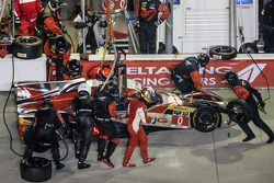 Pit stop for #0 DeltaWing Racing Cars DeltaWing DWC13 Elan: Andy Meyrick, Katherine Legge, Alexander Rossi, Gabby Chaves
