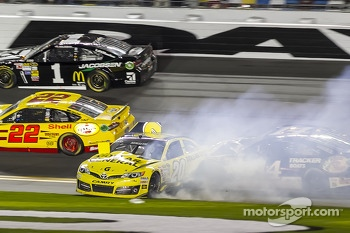 Trouble starts for Matt Kenseth, Joe Gibbs Racing Toyota
