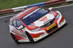 Gordon Shedden in Matt Neals Honda Civic Tourer