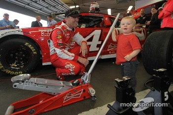 Kurt Busch, Stewart-Haas Racing Chevrolet with his son Keelan