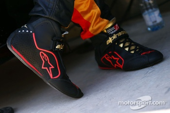 Alpinestars racing boots for Pastor Maldonado, Lotus F1 Team