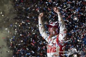 Race winner Dale Earnhardt Jr., Hendrick Motorsports Chevrolet