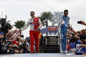 Trevor Bayne, Wood Brothers Racing Ford and Aric Almirola, Richard Petty Motorsports Ford