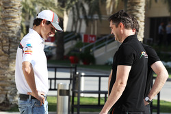 (L to R): Adrian Sutil, Sauber with Bradley Joyce, Sahara Force India F1 Race Engineer