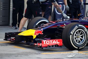 Sebastian Vettel, Red Bull Racing RB10 front wing and nosecone