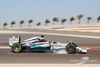 Lewis Hamilton, Mercedes AMG F1 W05 locks up under braking