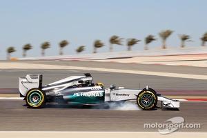 Lewis Hamilton, Mercedes AMG F1 W05 locks up under braking