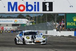 Start: #22 Alex Job Racing Porsche 911 GT America: Cooper MacNeil, Leh Keen, Philipp Frommenwiler