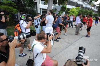 Fernando Alonso, Ferrari photographed and filmed in the paddock