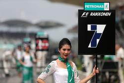 Kimi Raikkonen (FIN), Scuderia Ferrari, grid girl 30