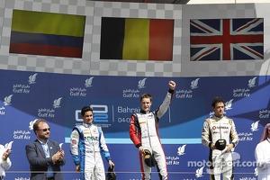 Podium: race winner Stoffel Vandoorne, second place Julian Leal, third place Jolyon Palmer