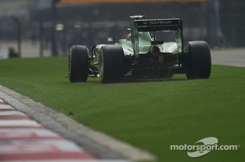 Kamui Kobayashi, Caterham CT05 runs wide