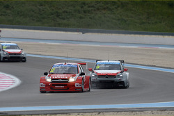 Robert Huff, LADA Granta 1.6T, LADA Sport Lukoil and Sébastien Loeb, Citroën C-Elysee WTCC, Citroën Total WTCC