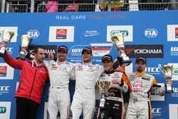 Winner Sébastien Loeb, Citroen C-Elysee WTCC, Citroen Total WTCC, 2nd Jose Maria Lopez, Citroen C-Elysee WTCC, Citroen Total WTCC, 3th Norbert Michelisz, Honda Civic WTCC, Zengo Motorsport, Winner tc2 Petr Fulin, SEAT Leon WTCC, Campos Racing