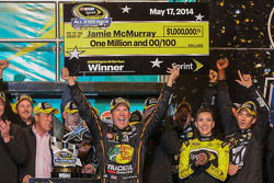 Race winner Jamie McMurray, Ganassi Racing Chevrolet celebrates