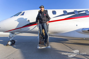 Kurt Busch gets off the plane in Indianapolis