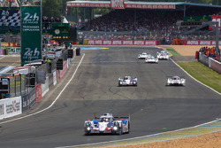 At the end of lap 2, LMP1 lead by the #7 Toyota Racing Toyota TS 040 - Hybrid: Alexander Wurz, Stéphane Sarrazin, Kazuki Nakajima