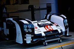 #14 Porsche Team Porsche 919 Hybrid