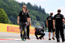 Nico Hulkenberg, Sahara Force India F1 walks the circuit with the team