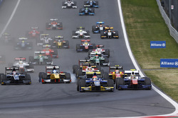 Start: Felipe Nasr leads