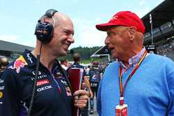 F1: Christian Horner, Red Bull Racing Team Principal with Niki Lauda, Mercedes Non-Executive Chairman on the grid
