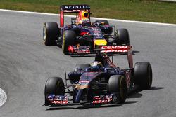 Jean-Eric Vergne, Scuderia Toro Rosso STR9 leads Sebastian Vettel, Red Bull Racing RB10