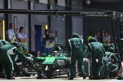 F1: Kamui Kobayashi, Caterham F1 Team during pitstop