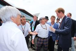 F1: Bernie Ecclestone, with Pasquale Lattuneddu, of the FOM; Jackie Stewart, and HRH Prince Harry, on the grid