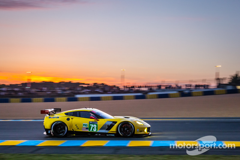 http://cdn-6.motorsport.com/static/img/mgl/1700000/1730000/1731000/1731300/1731356/s8/lemans-24-hours-of-le-mans-2014-73-corvette-racing-chevrolet-corvette-c7-jan-magnussen-ant.jpg