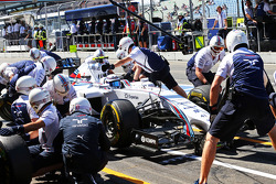 F1: Susie Wolff, Williams FW36 Development Driver practices a pit stop